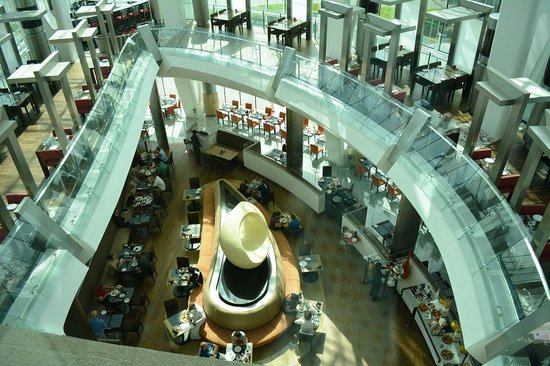 Hilton Capital Grand Abu Dhabi: Restaurant - Breakfast