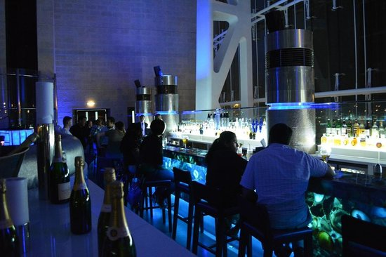 Hilton Capital Grand Abu Dhabi : Blu Bar