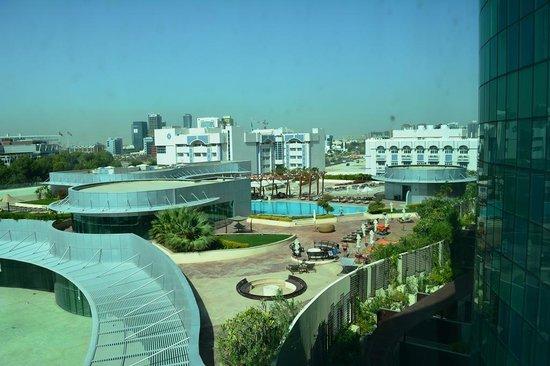 Hilton Capital Grand Abu Dhabi : Swimming pool