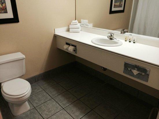 Avi Resort & Casino: Bathroom