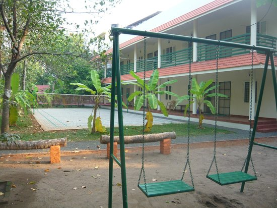 Palm Grove Service Villa : Badminton Court