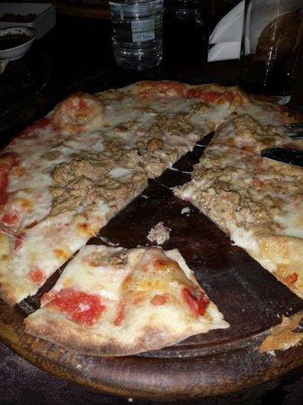Azzahra Restaurant: Pizza tonnata