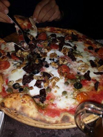 Azzahra Restaurant: Pizza pizzaiolo s fantasy