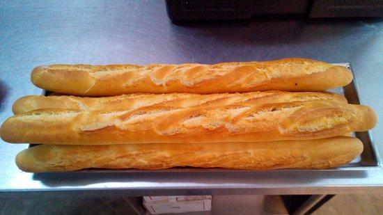 Bar-Pasticceria-Gelateria-Rosticceria F.lli De Maio : Solo la domenica baguette calde per voi