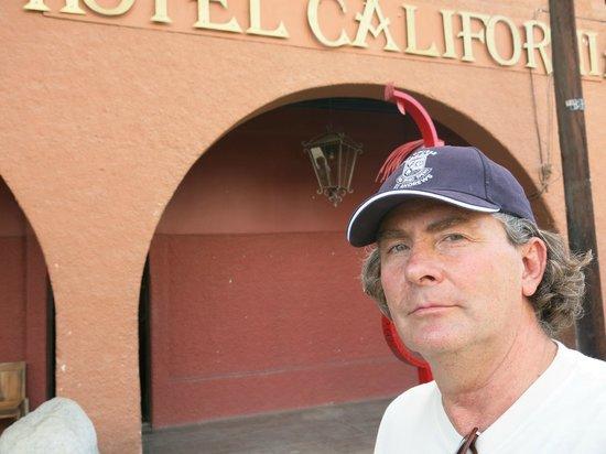 Hotel California: En la entrada del Hotel