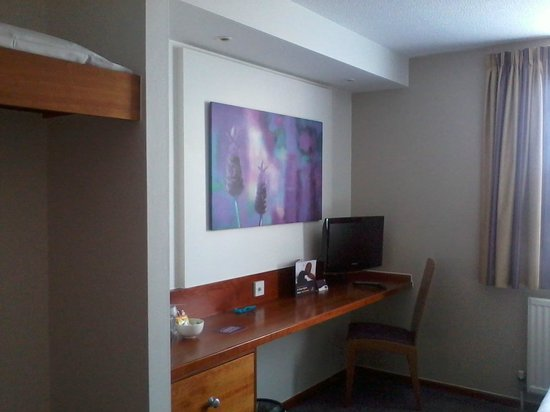 Premier Inn Gloucester (Twigworth) Hotel: TV, desk and kettle as usual