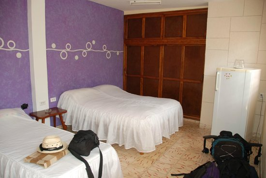 Casa Marel Bed & Breakfast: Modern, spacious rooms with bathroom, AC and fan.