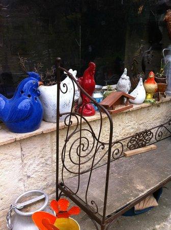 La Table du Meunier: Devant l'ancien poulailler
