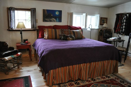 Gable Haus Country Inn & Linville Cottages: Cherokee Rose - Honeymoon Suite