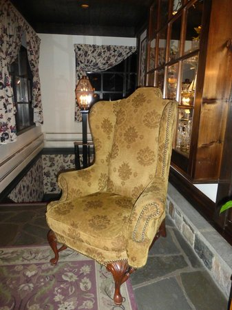 Crescent Lodge & Country Inn: Cozy seating!