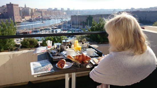 Sofitel Marseille Vieux-Port: Breakfast overlooking the old harbor