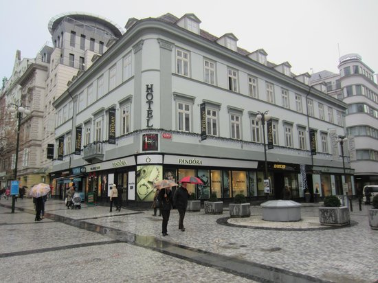 Friday Hotel Prague: Great location just off Weneclas square