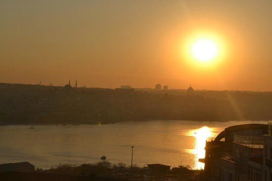 Pera Palace Hotel, Jumeirah: lovely view of the golden horn