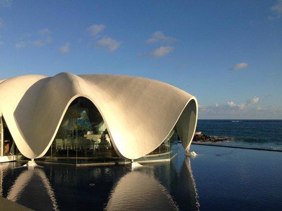 La Concha Renaissance San Juan Resort: La Perla