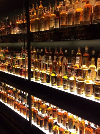 The Scotch Whisky Experience: Amazing collection in the whiskey room - platinum tour