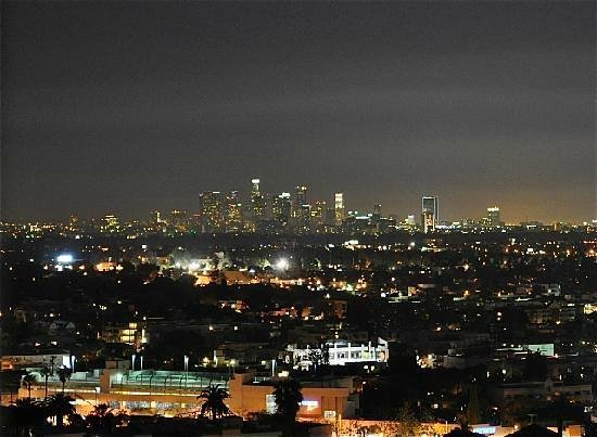 Hollywood Hills Hotel: City view @ night