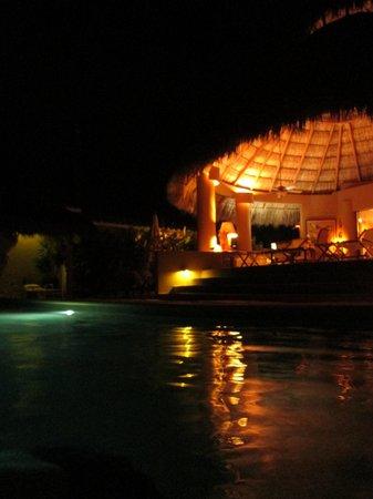 Casa Pan de Miel : Alberca de noche