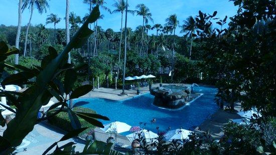 All Seasons Naiharn Phuket : Большой бассейн