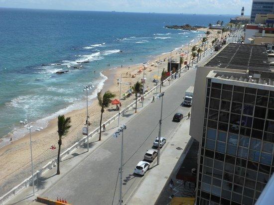 Monte Pascoal Praia Hotel Salvador: Vista do hotel (o Farol da Barra à direita)