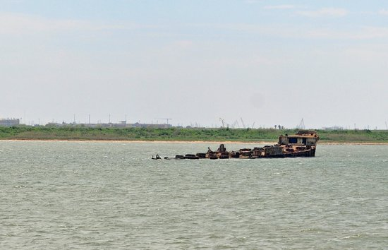 Galveston - Port Bolivar Ferry: sunken ship