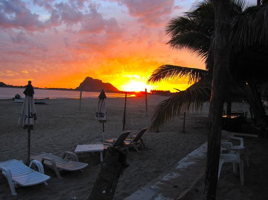 Stone Island Gardens : Sunset from Carmelita's Restaurant