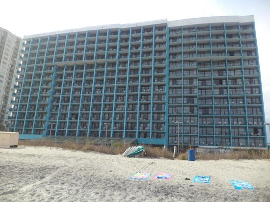 Landmark Resort : Side of the hotel facing the ocean