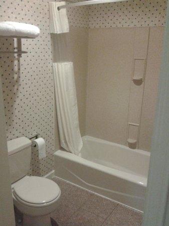 San Francisco Inn: Das Bad - alles sehr sauber