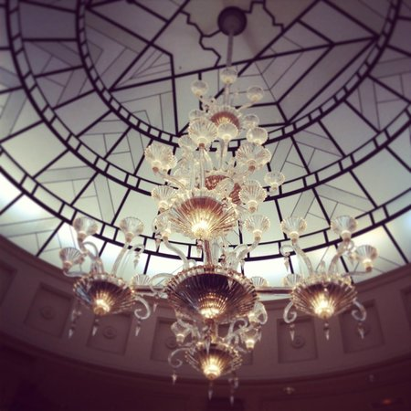 Hotel Chateau Frontenac: Chandelier at Reception.