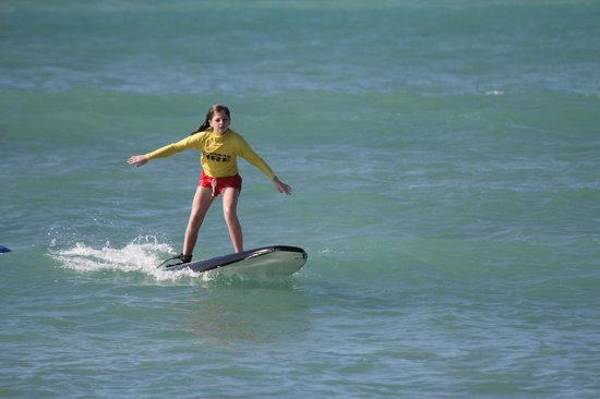 Hawaii Surf Lessons 101 : 13 year old surfs for the first time