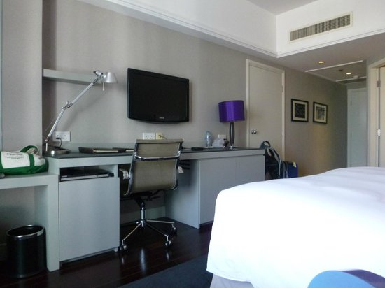 Sofitel Saigon Plaza: Room - large desk