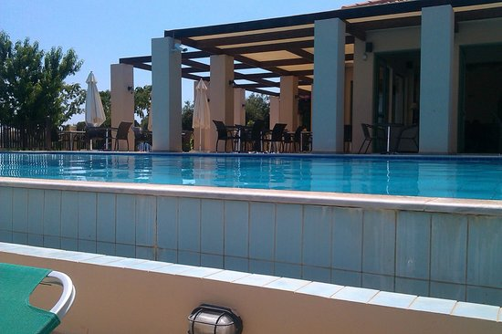 Livadaki Village Hotel: pool from poolside