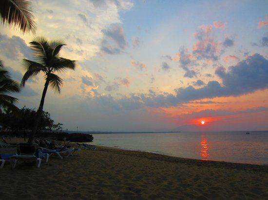 Casa Marina Beach & Reef: Sunset on resort beach