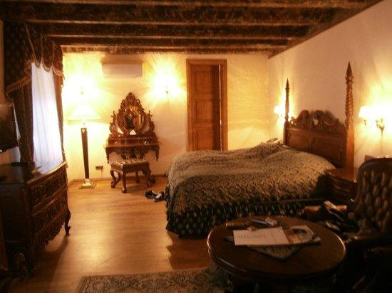 Hotel U Prince: Room