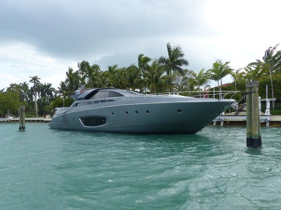 Ocean Force Adventures : fancy boat