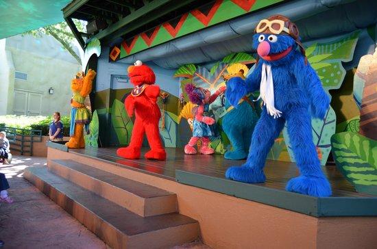 Busch Gardens: Elmo show!