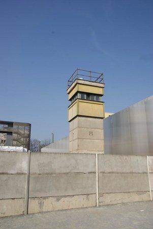 Insider Tour Berlin: Guard Tower Bernauer Strasse