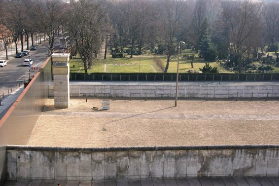 Insider Tour Berlin: Part of wall at Bernauer Strasse