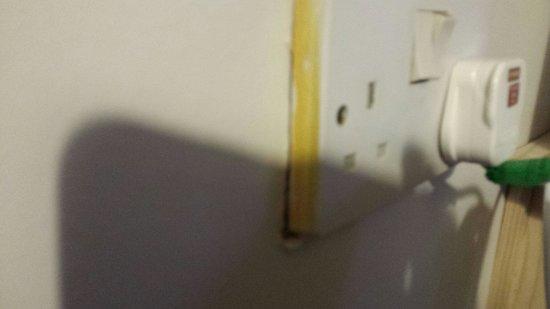 Saltwells Inn: Loose plug sockets