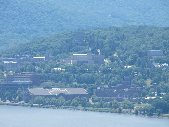 Hudson Highlands State Park: Widik na West Point z Breakneck