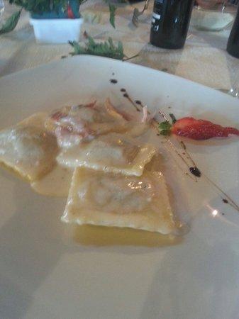 Galati Mamertino, Italie : Ravioli speck e carciofi
