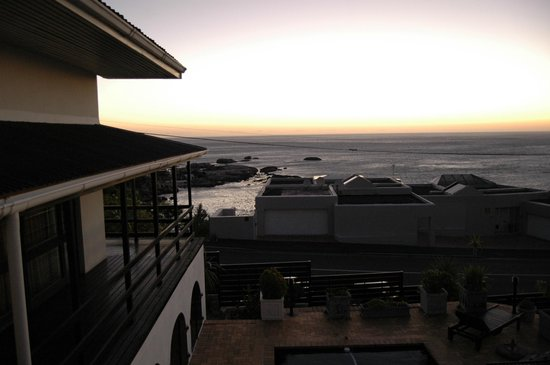 51 On Camps Bay Guesthouse: Spectacular sunsets and sunrise from balcony off room.