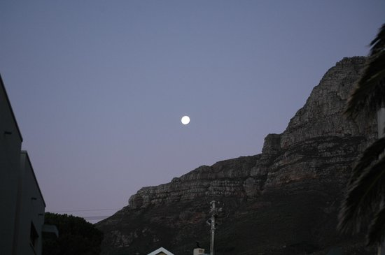 51 On Camps Bay Guesthouse: Beautiful full moon over Table Mountain from our window.