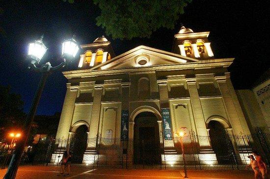 Museo Histórico UNC  Manzana Jesuítica: Alrededores de la manzana jesuitica-
