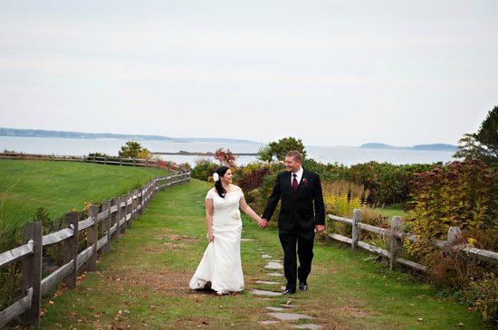 Black Point Inn Resort: The path down to the water