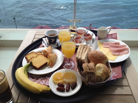 Hotel El Greco Ierapetra : Breakfast at the balcony of our room!