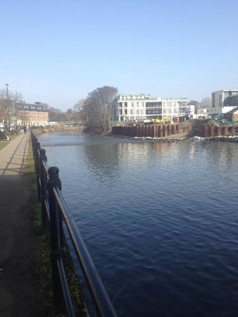 Radisson Blu Hotel, Durham : Looking along the river from the city.