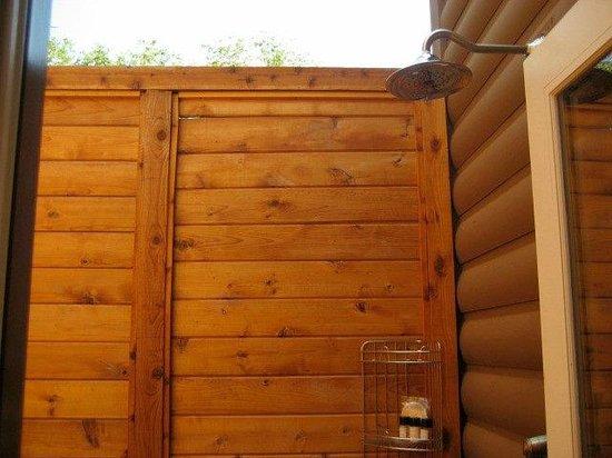 L'Auberge de Sedona : Outdoor shower area of the cottage