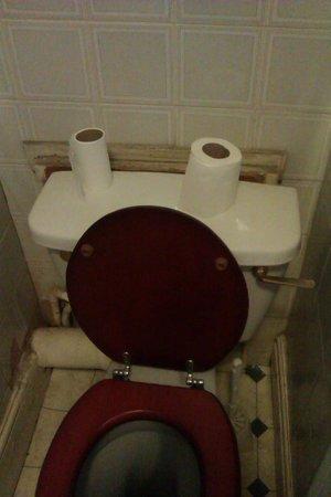 Commercial Hotel : bathroom