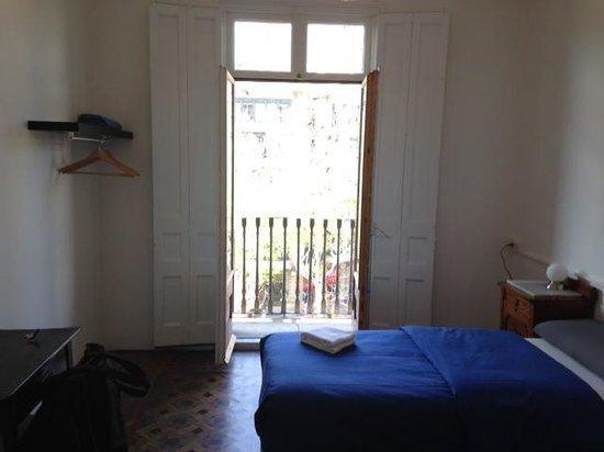 El Puchi Barcelona: room with a balcony