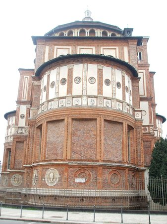 La Cène (Léonard de Vinci) : Rear exterior of the church